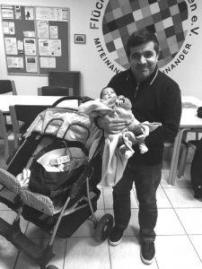 Der gespendete Zwillingskinder- wagen fand sofort dankbare Abnehmer